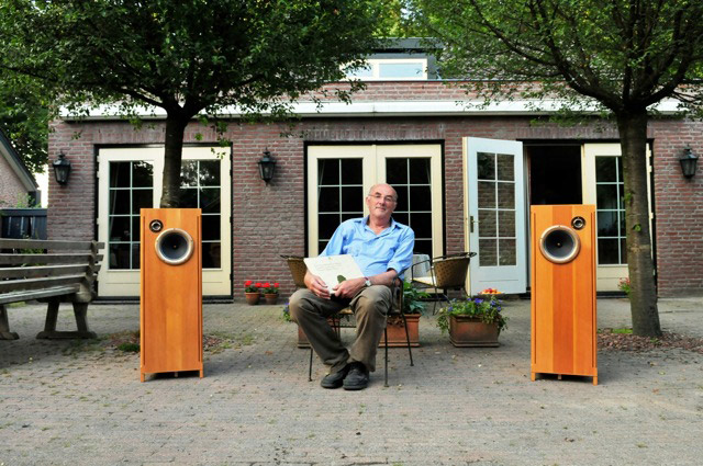 hans speakers his yard